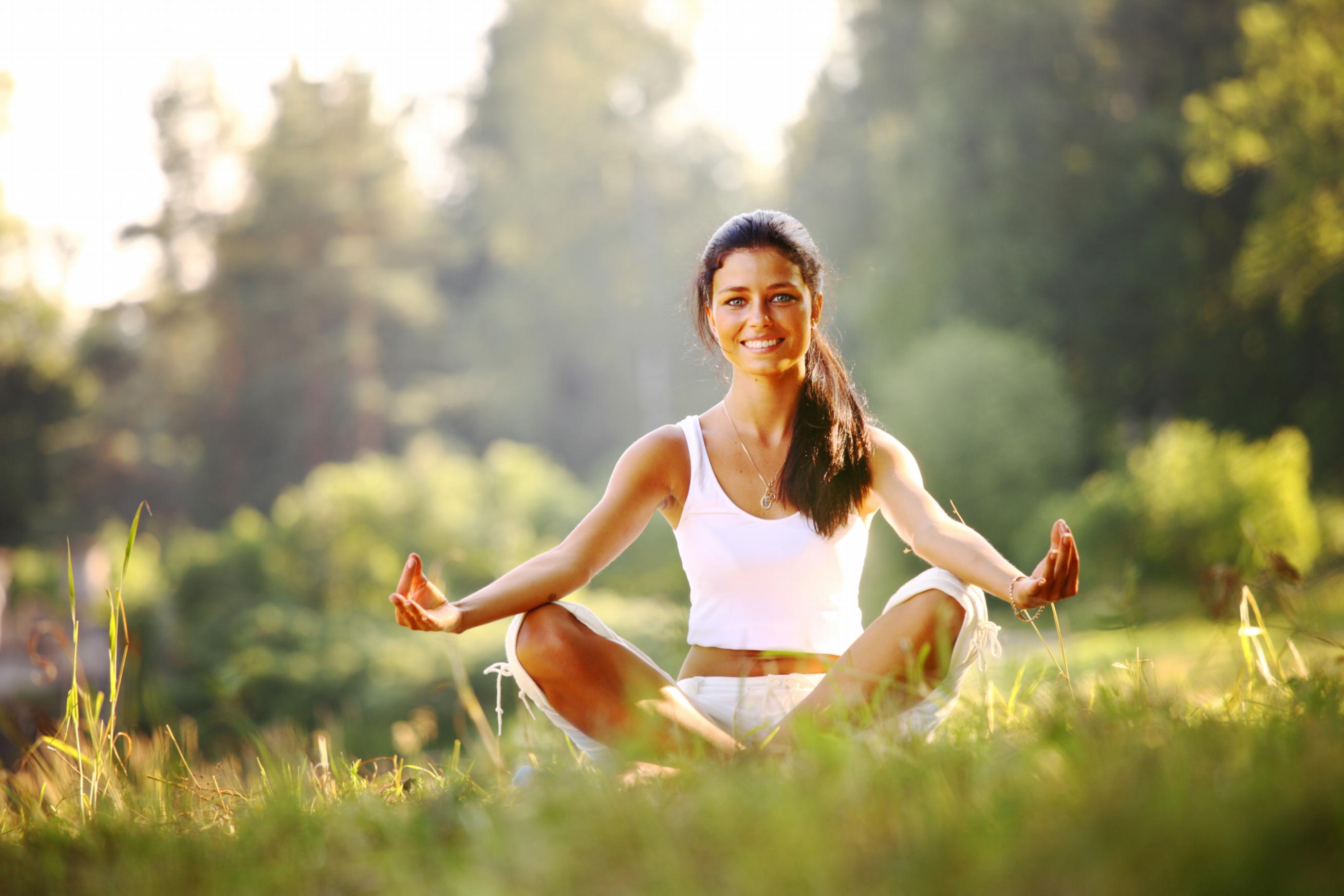 Aktywność fizyczna zmusza chorego do fizycznego wysiłku, który wprowadza jego umysł w stan relaksu i ogranicza obsesyjne myślenie przez zmniejszenie poziomu napięcia emocjonalnego