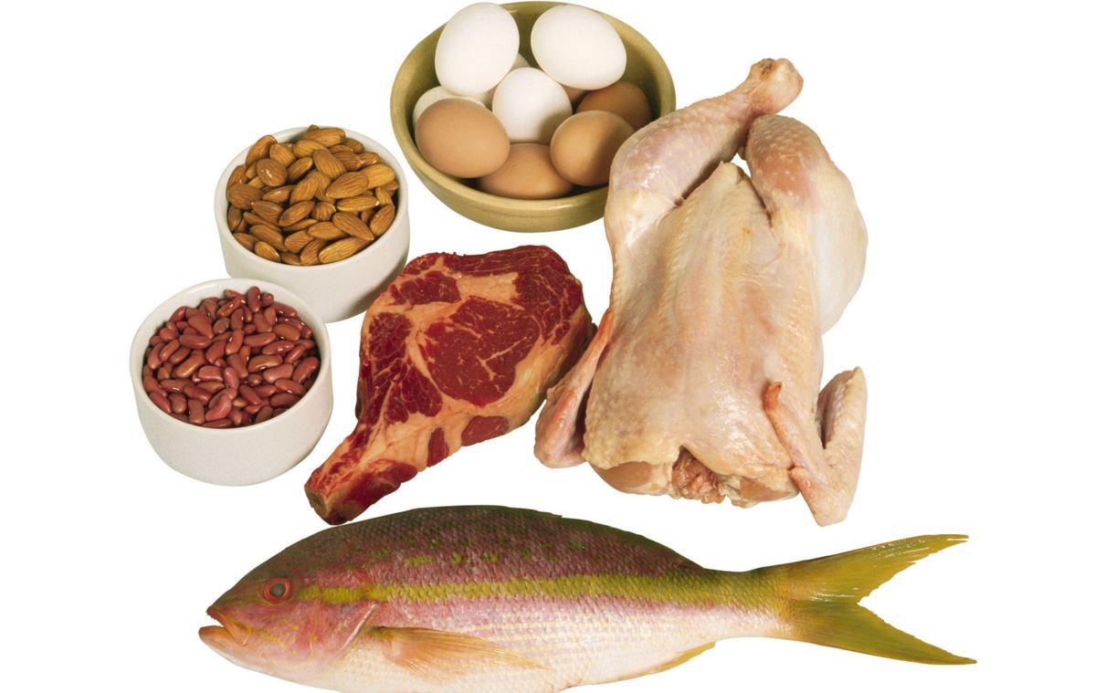 Polecane są zwłaszcza ryby morskie ze względu na bogactwo wielonienasyconych kwasów tłuszczowych omega-3.