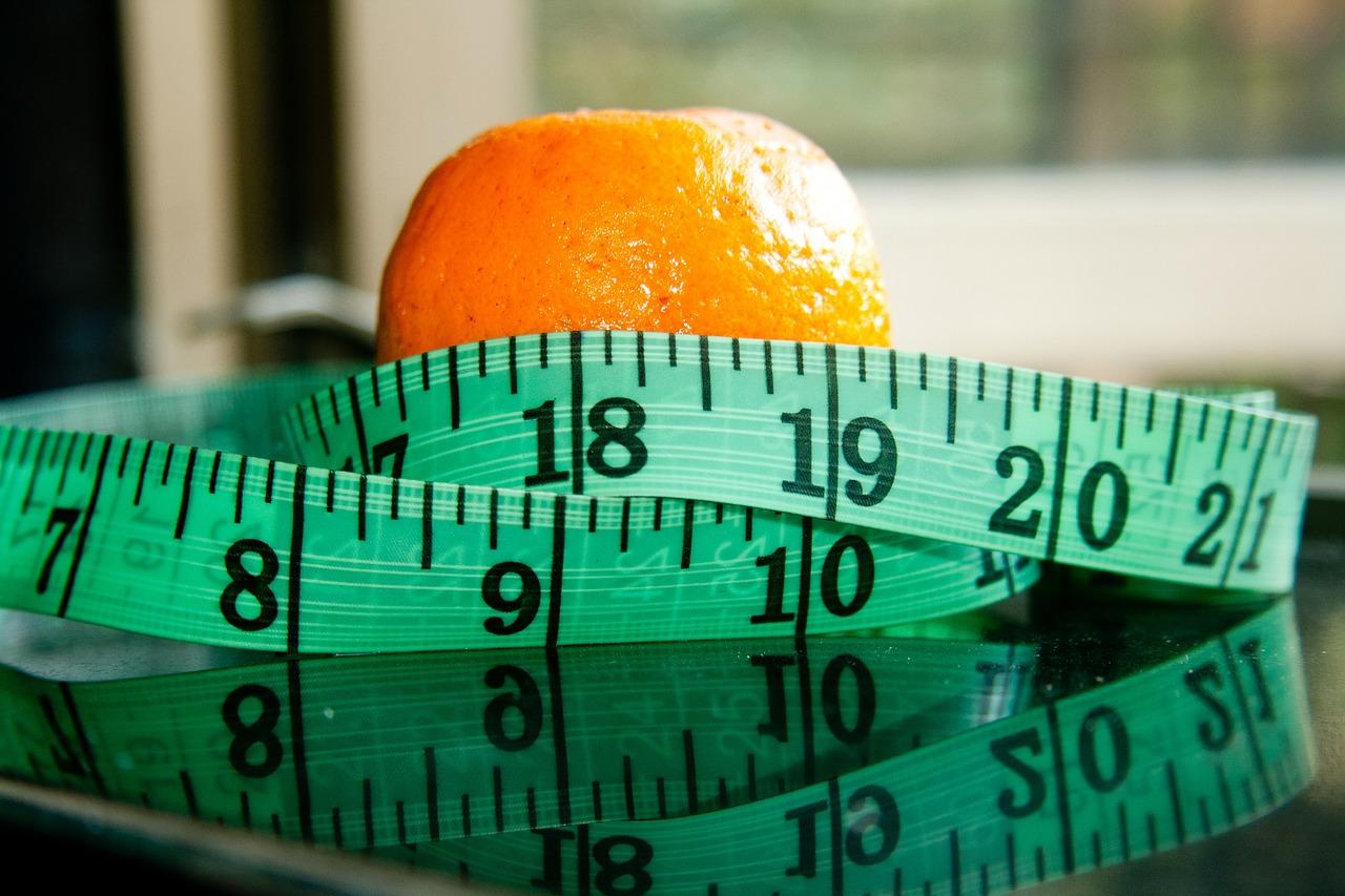 diet-390790_1280Hormony rozpuszczają się w tłuszczach, więc ograniczając te składniki odżywcze, możesz sprawić, iż tabletka nie przyswoi się cała