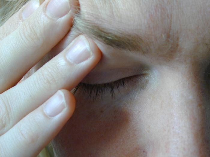 Tętniący ból pojawia się już w momencie wystąpienia sytuacji stresowej i wraz z jej rozwojem narasta