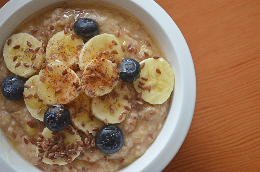 Odpowiednio zbilansowane śniadanie, po długiej nocnej przerwie, ma dostarczyć organizmowi energii i odżywić mózg