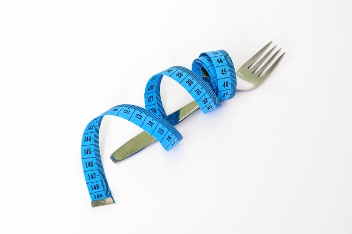 Osoba chora zaczyna eliminować ze swojej diety każdy produkt, które wydaje się jej być niezdrowy
