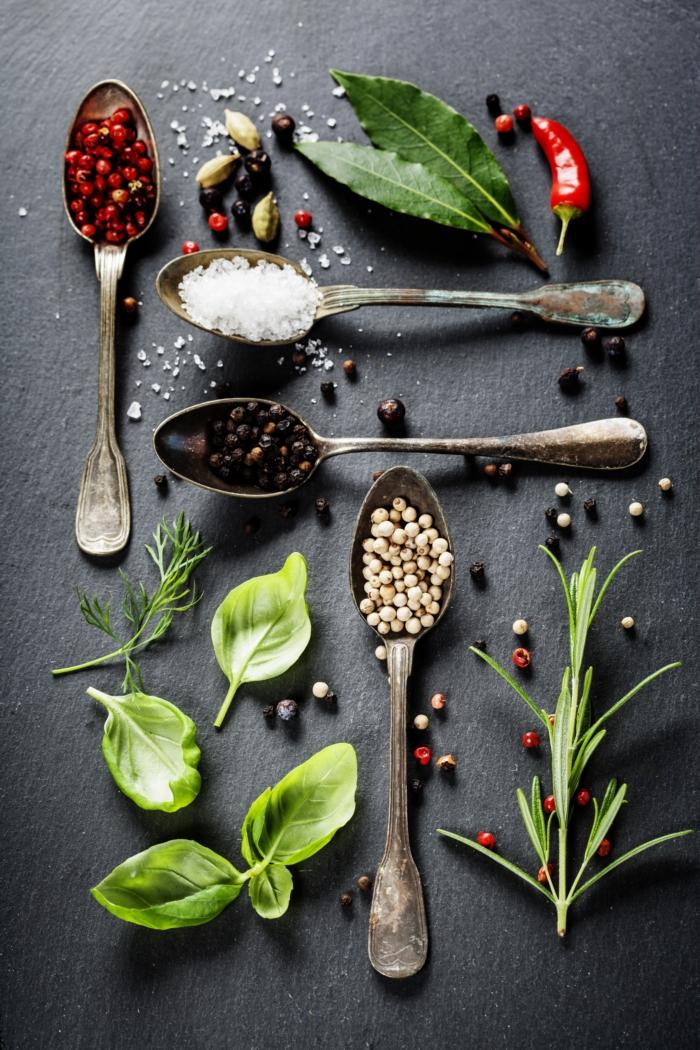 """Żywność funkcjonalną należy traktować jako dodatek do codziennego zdrowego i urozmaiconego jadłospisu, ponieważ nie są one """"lekarstwem"""" na wszystkie dolegliwości i choroby ale tylko dodatkiem do prawidłowej diety"""