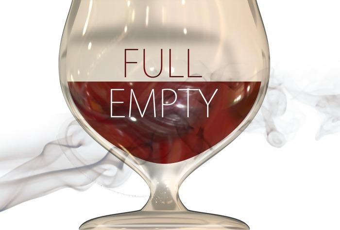 Optymista zawsze widzi szklankę do połowy pełną
