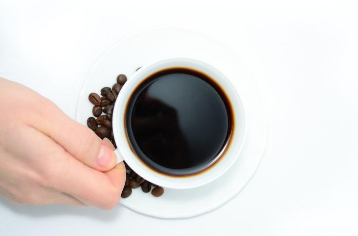 Długotrwałe działanie kofeiny powoduje podrażnienie przewodu żołądkowego, lęk, depresję oraz bezsenność