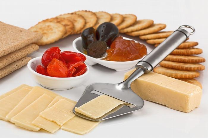 Do zakwaszenia organizmu przyczynia się również dieta, w której ze zbyt dużą częstotliwością spożywa się jaja, ser, wędliny oraz mięso.