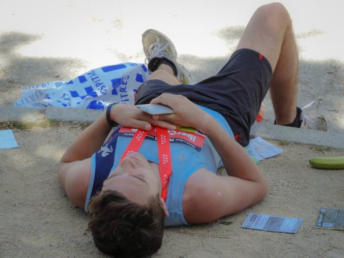 Wypalenie zawodowe może sprawiać, że po dniu spędzonym w pracy czujemy się jak po maratonie.