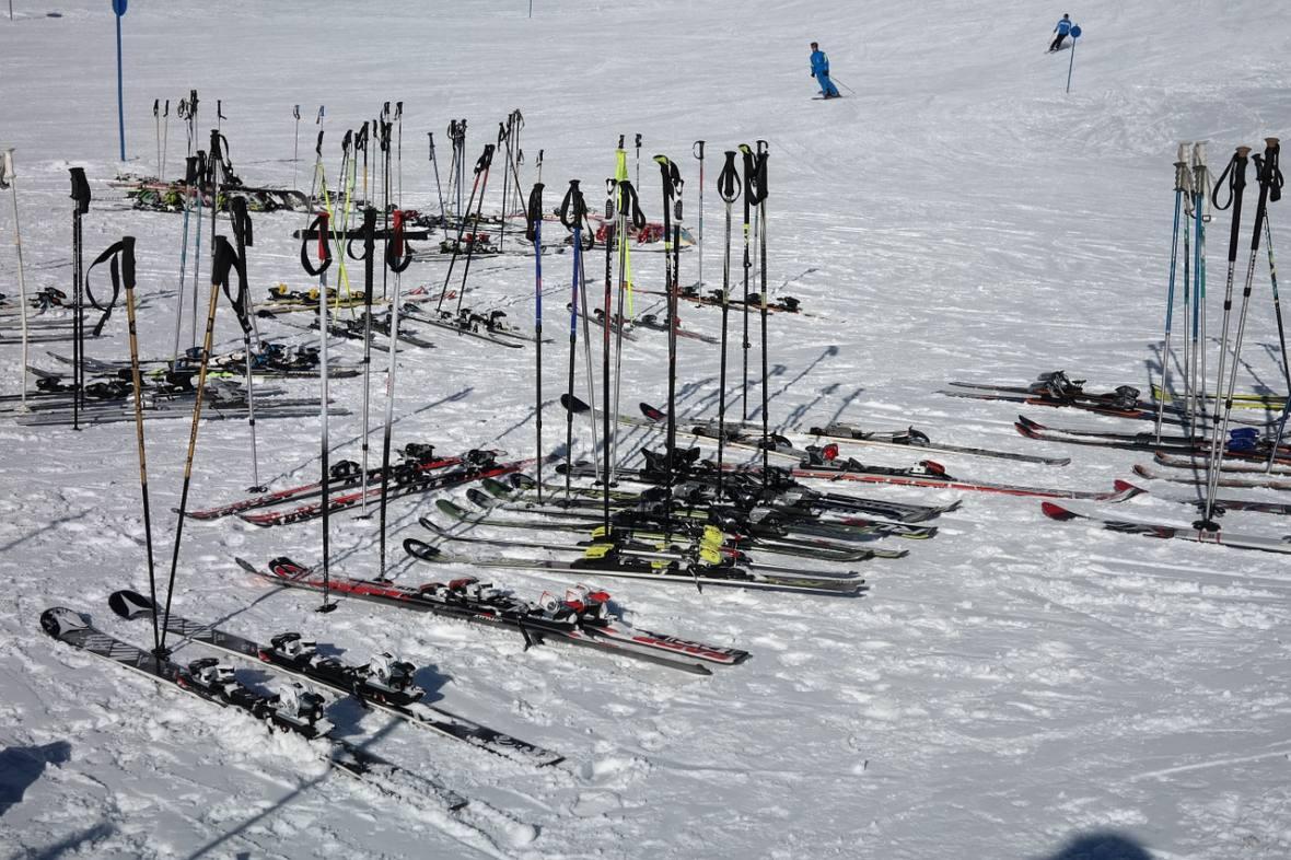 ski-poles-999265_1280