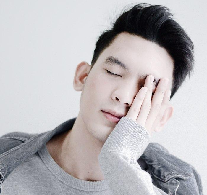 Dla wielu mężczyzn codzienna pielęgnacja twarzy stanowi zbędną czynność, która tylko zabiera czas o poranku.