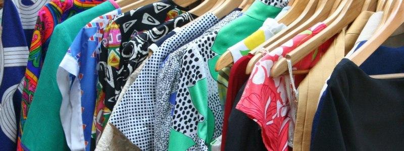 Odzież sortowana to starannie wyselekcjonowana odzież damska, męska, dziecięca i sportowa, która później trafia do poszczególnych sklepów z odzieżą używaną.