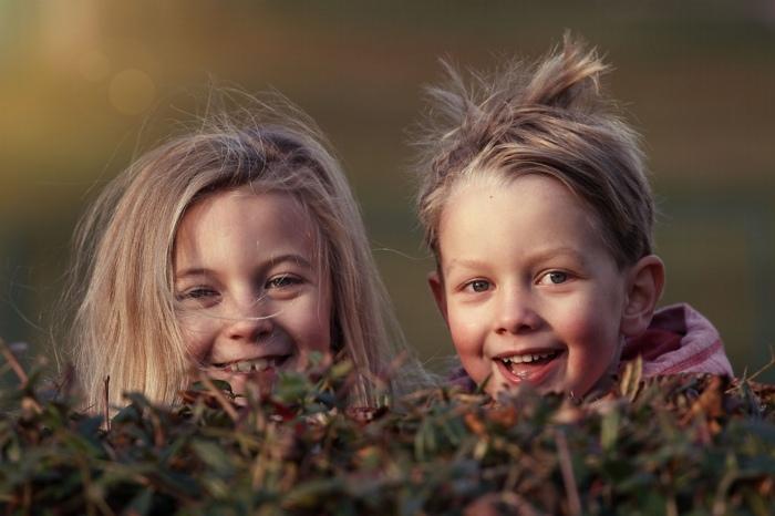 Należy wspierać dziecko, pomagać mu, podejmować działania które wzmacniają poczucie jego kompetencji i wartości.