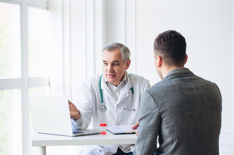 Objawy i leczenie ostrego zapalenia najądrzy
