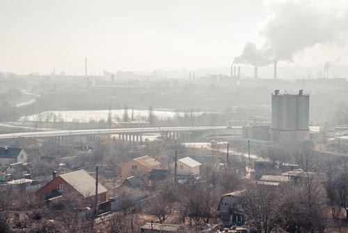 """W Krakowie, niechlubnej """"stolicy smogu"""" od kilku lat choruje się trzy razy częściej na astmę, niż w innych polskich miastach."""